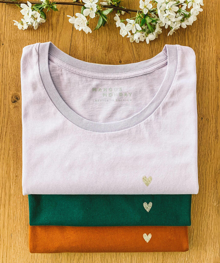 love - t-shirt met hartje van Mangos on Monday
