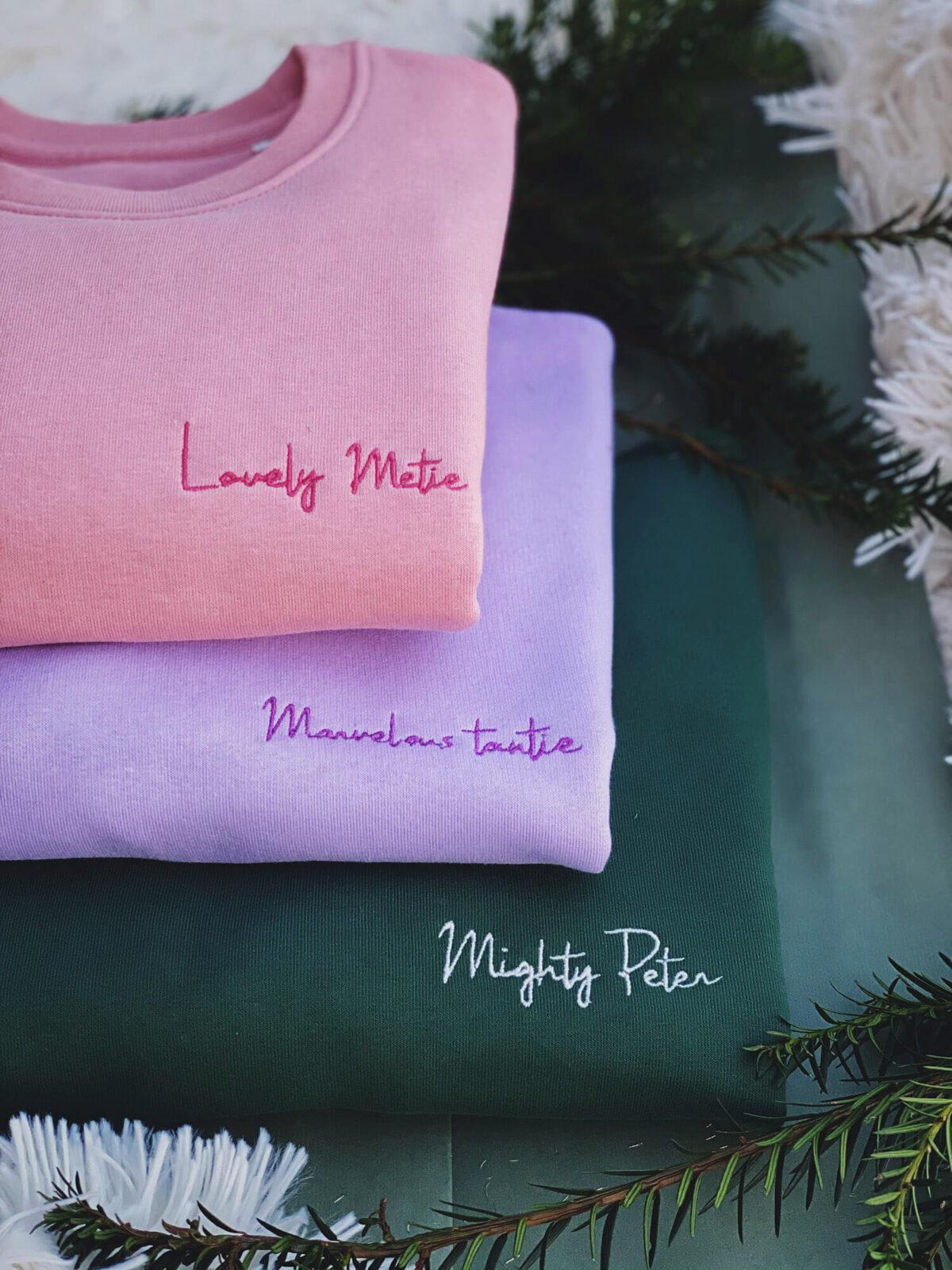 Mighty Peter, Marvelous tantie & Lovely Metie personalisatie sweater bij Mangos on Monday