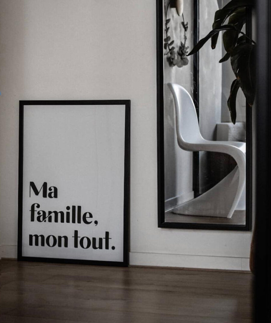 Ma famille, mon tout. Poster by Mangos on Monday - photo by Evy Saerens